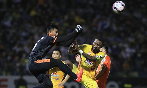 Veteran Vietnamese-Nigerian striker gets multiple bans for violent play