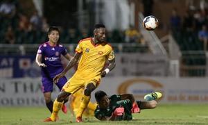 Vietnamese-Nigerian striker fires back after aggression ban