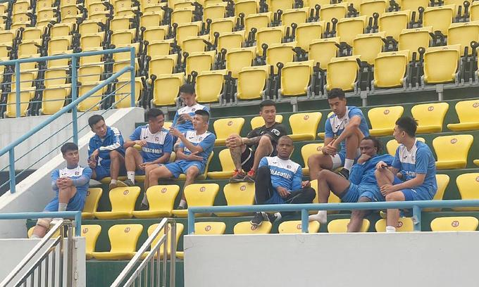 Unpaid Than Quang Ninh players face financial plight