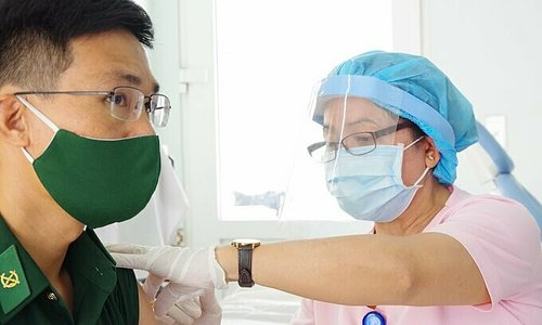 Nearly 900 border guards prioritized for Covid-19 vaccination