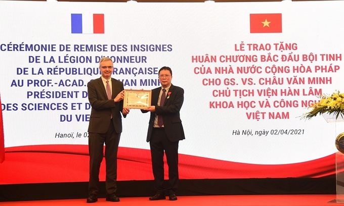 First Vietnamese awarded highest French science-technology honor