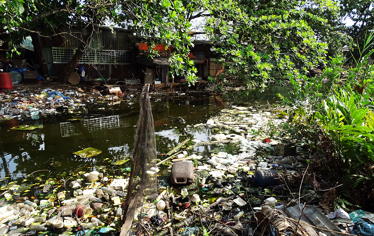 A canal fills up with garbage along the Thang Long residential project in HCMCs Binh Chanh District, April 2021. Photo by VnExpress/Ha An