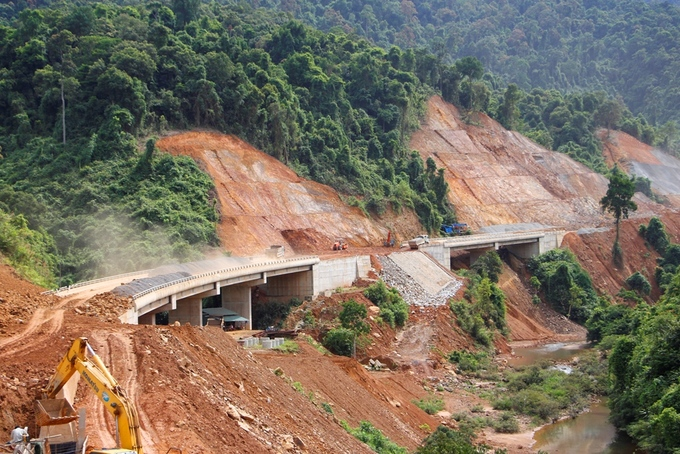 The 47-mile-long expressway, costing around VND11.5 trillion ($496 million), will run from La Son Town in Thua Thien-Hue Province to Tuy Loan Village in Da Nang, crossing through the Bach Ma National Park, a top trekking destination.