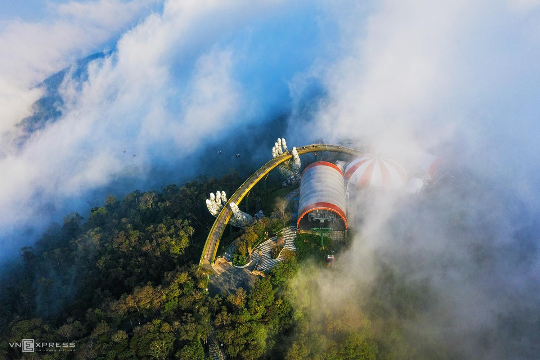 Da Nang's tourist attractions swim in a sea of clouds