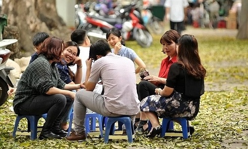 Hanoi rejects district proposal to allow sidewalk vending