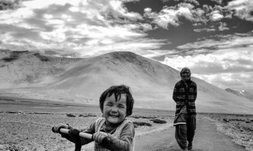 Vietnamese captures smiles on round-the-world journey