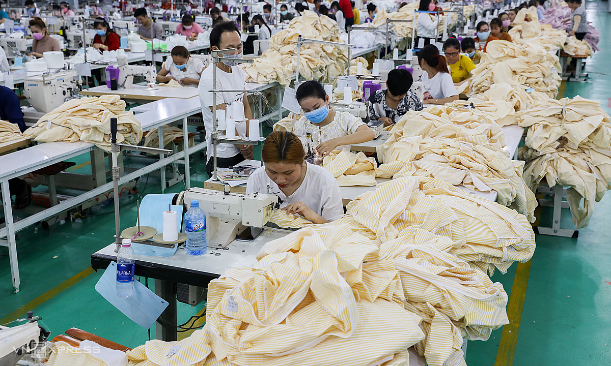 Workers in a textile and garment company in Tan Do Industrial Park in the southern province of Long An. Photo by VnExpress/Quynh Tran.