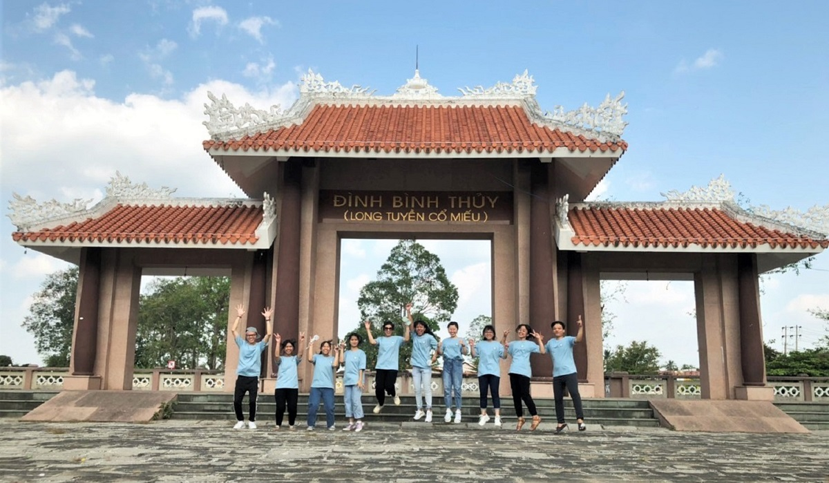 Students in Can Tho often visit the communal house to learn about the citys culture, history, and beliefs. During lunar April 12-15, the Ky Yen Binh Thuy festival typically attracts many visitors from all over the country, honored as a National Intangible Cultural Heritage in 2018.