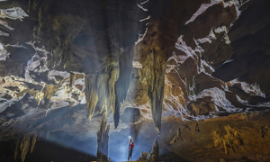 Quang Binh caves get surreally real under photographic light