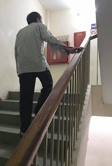 Nguyen Van Tinh spends days walking up the stair to visit and take care of his wife at the Mental Health Department at Bach Mai Hospital, Hanoi. Photo by VnExpress/Pham Nga.