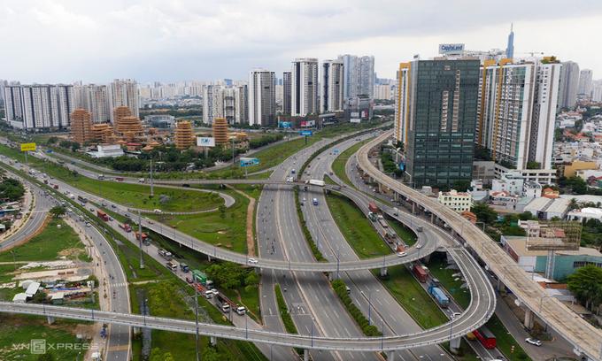Experts fear HCMC luxury apartment market building into bubble