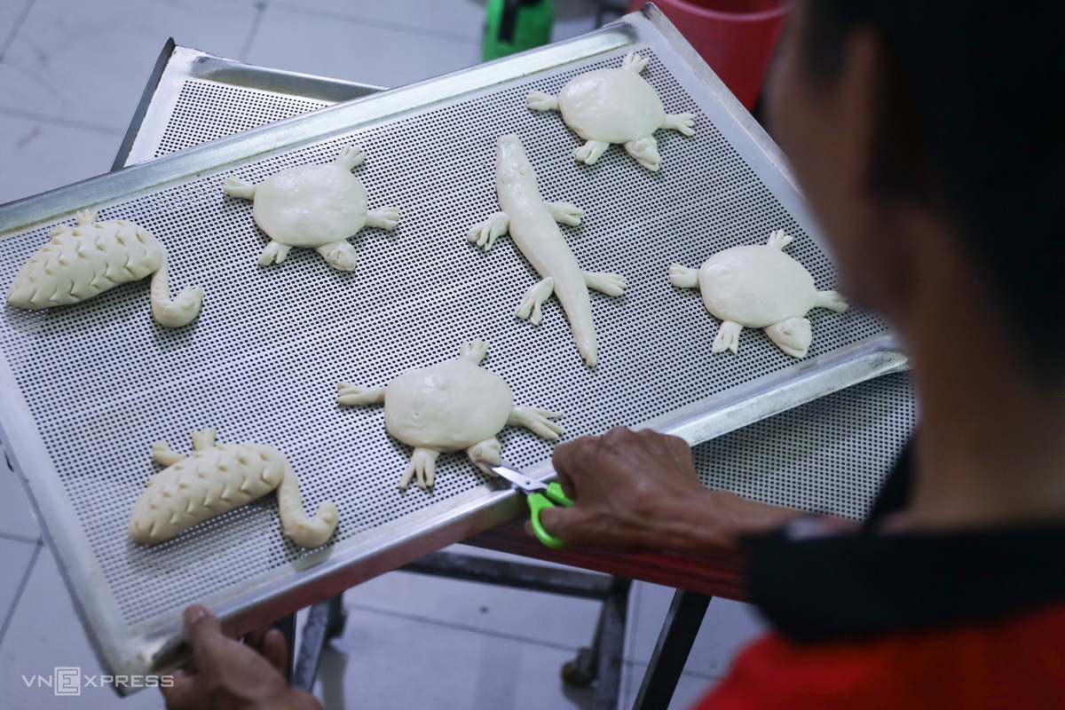 Saigon baker 'ensnares' foodies with animalistic bread