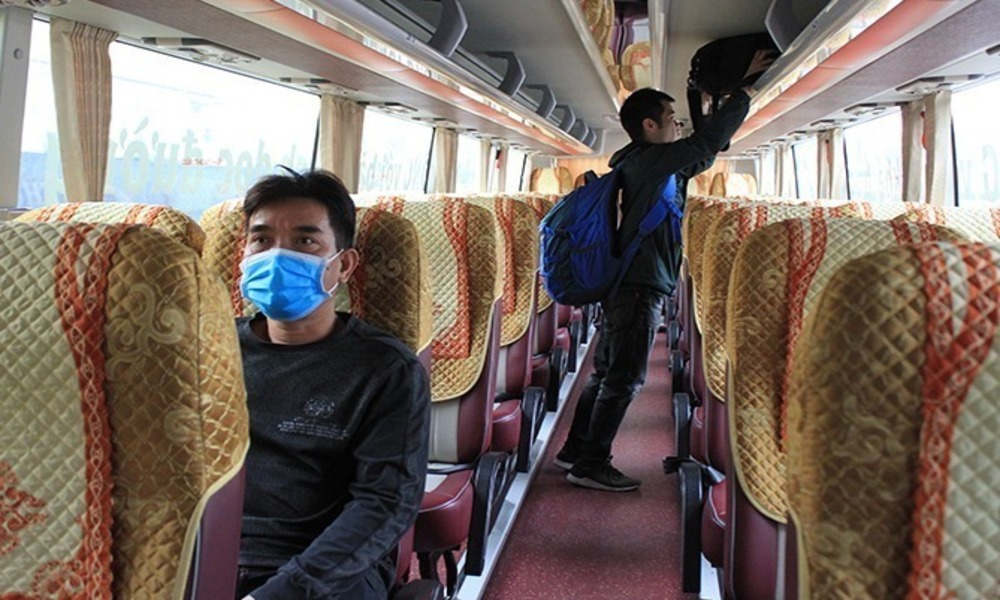 A bus in Hanoi with only 2 passengers, January 2021. Photo by VnExpress/Anh Duy.