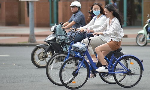 HCMC to trial public bicycle sharing in downtown district