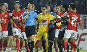 HCMC FC player faces punishment for headbutting assistant referee