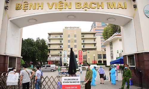 Over 200 employees quit famous Hanoi hospital on Covid-related woes