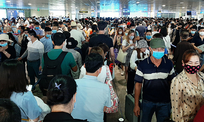 Vietnam's biggest airport jammed by crowds, leaving many queuing for hours