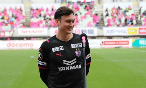 Vietnamese goalkeeper says hi to Japanese club fans