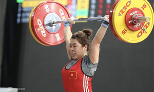 Vietnam gets on medals board at Asian weightlifting tournament