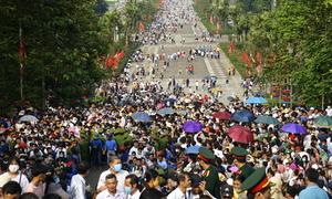 Pilgrims flock to worship Vietnam founding fathers
