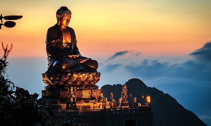 Bronze Buddha statue atop Mount Fansipan sets world record