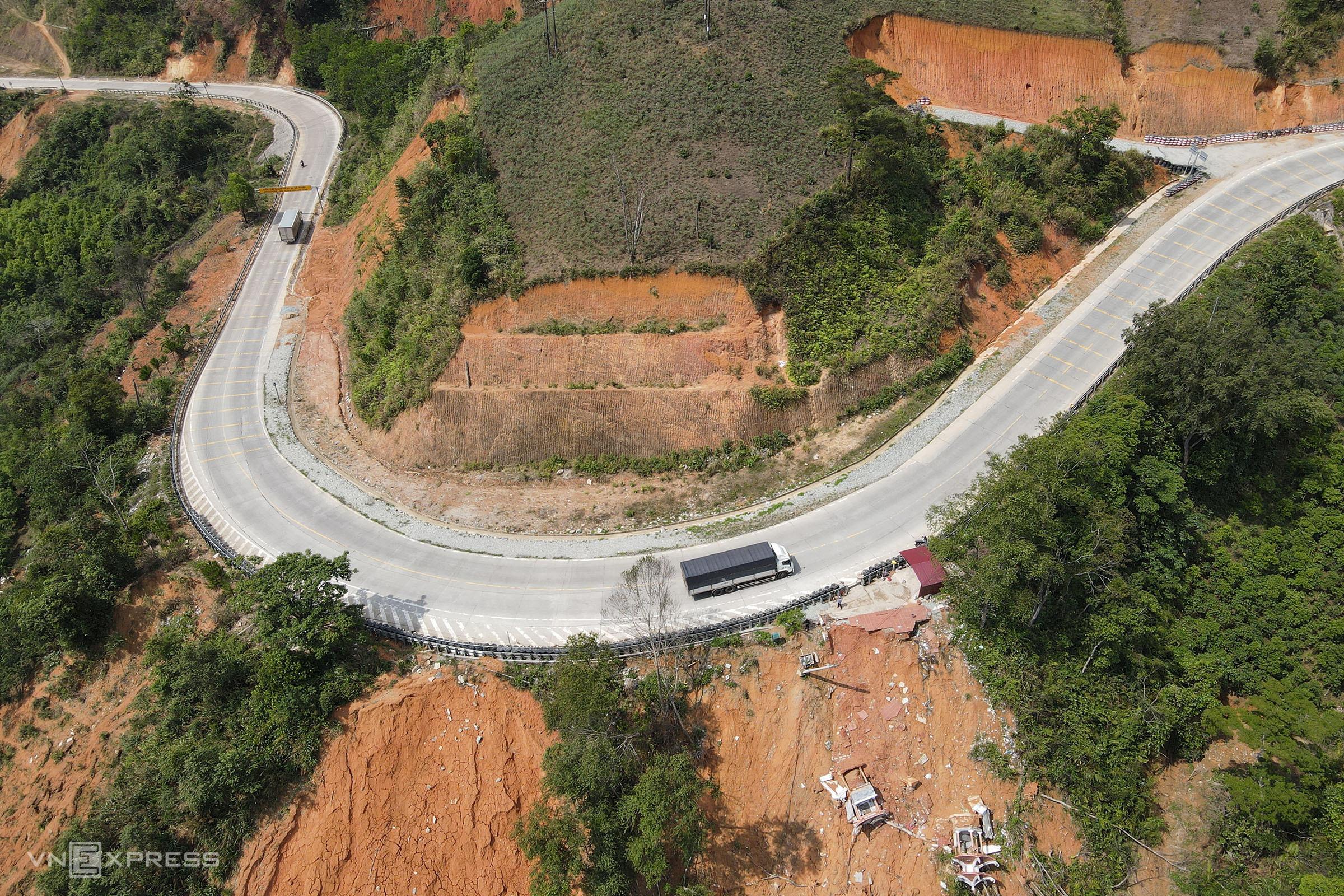 Aerial view of the Lo Xo mountain pass. Photo by VnExpress/Tran Hoa.