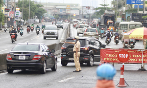 HCMC drivers asked to refuse illegal entrants amid Covid-19 fears