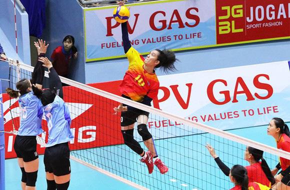Nguyen Thi Bich Tuyen at the Vietnam National Volleyball Championship 2021. Photo courtesy of Vietnam Volleyball Federation.