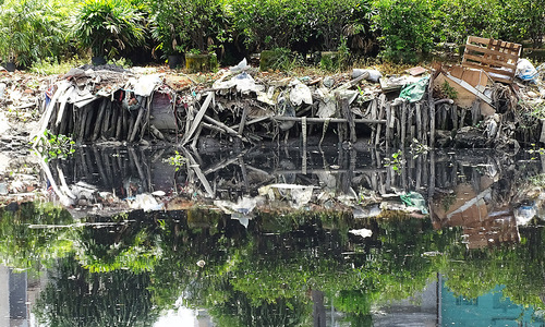 HCMC residents watch clean food source become a stinking sewer