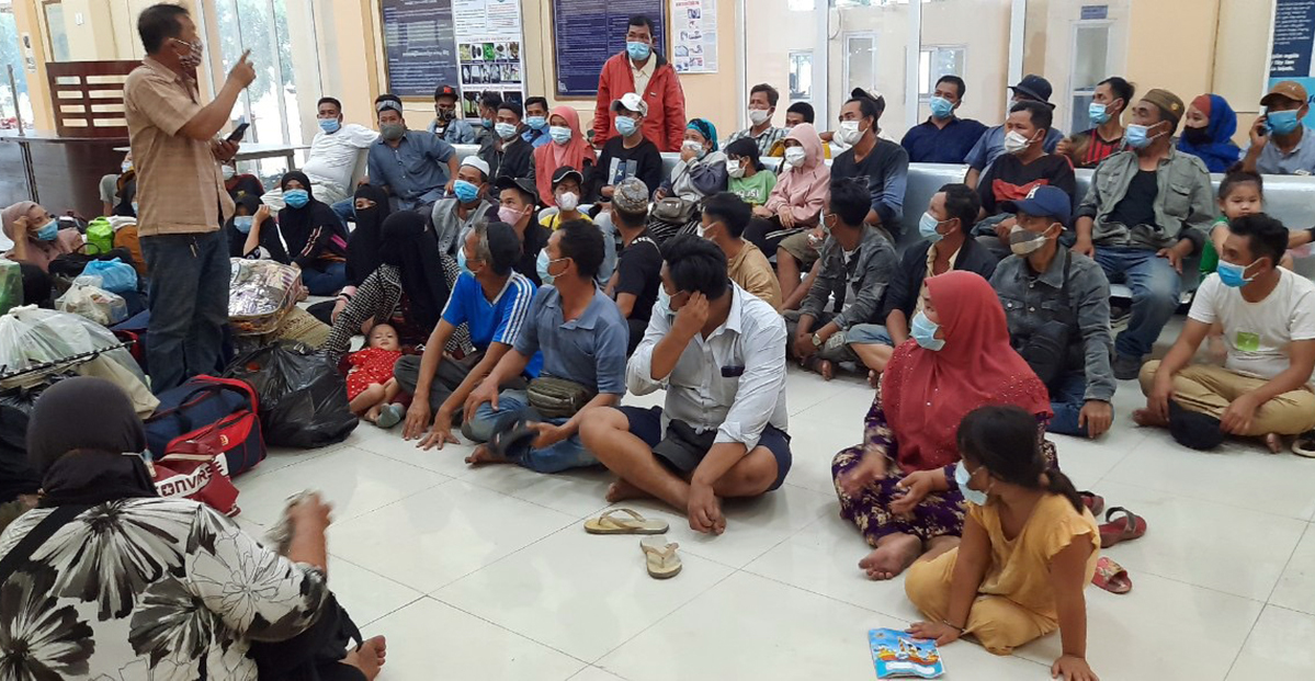 People arriving from Cambodia are held at a border station in Vietnams An Giang Province, March 2021. Photo courtesy of An Giang border guards.