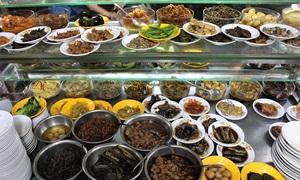 50 side-dishes allure night owls to Saigon porridge stall