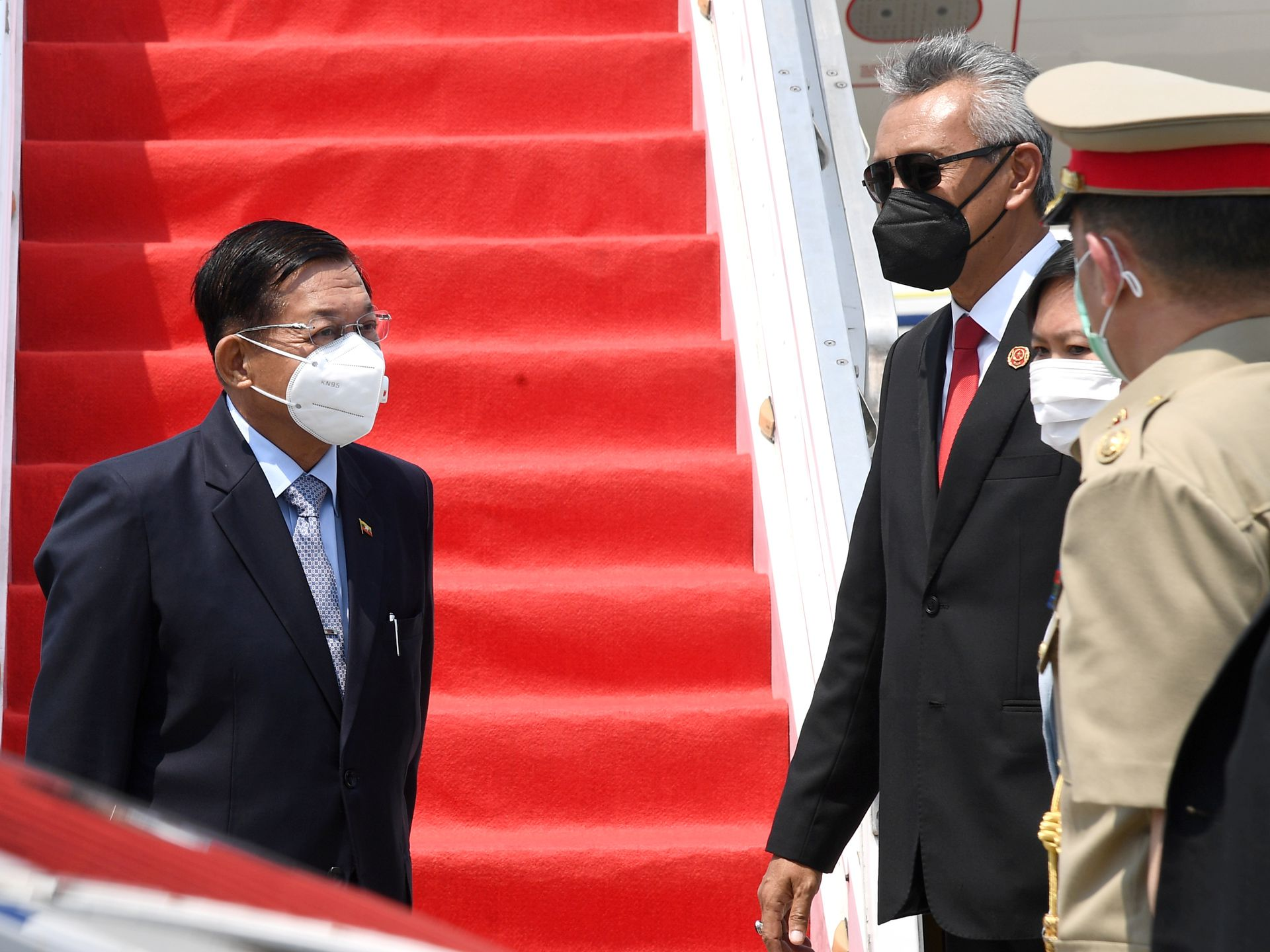 Min Aung Hlaing (L), head of the Myanmar military, arrives in Jakarta, Indonesia for the ASEAN Leaders Meeting on April 24, 2021. Photo by Reuters.