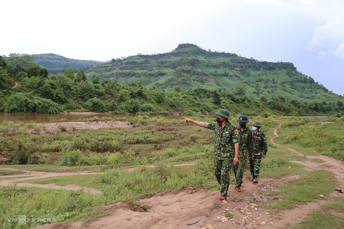 Border guards in Quang Tri Province patrol along the border with Laos, April 2021. Photo by VnExpress/Hoang Tao
