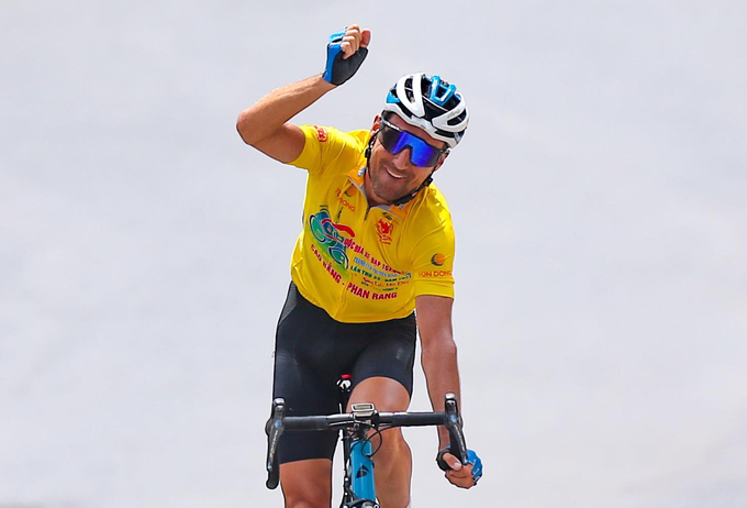 Loĩc Desriac wins the 19th stage of the HTV Cup on April 27. Photo by VnExpress/Van Thuan.