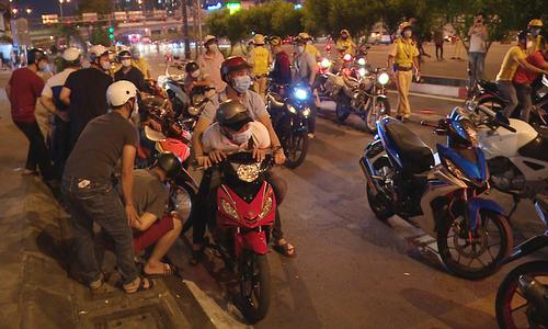 HCMC traffic police conduct drills to handle illegal bike racing