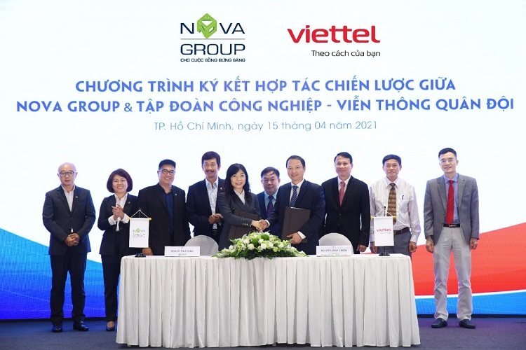 NovaGroup and Viettel signed strategic cooperation in many fields, including promoting the deployment of smart city solutions in Aqua City. Photo: Novaland.