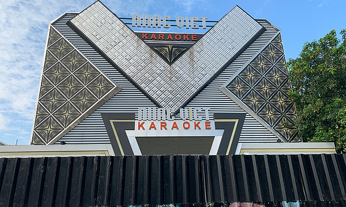 HCMC bars, karaoke parlors to close amid Covid threat