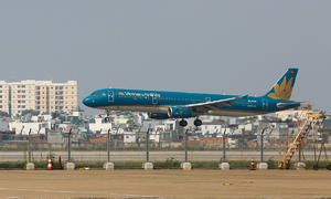 Vietnam Airlines posts largest quarterly loss ever