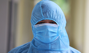 Six women test positive for coronavirus after contact with Chinese expert