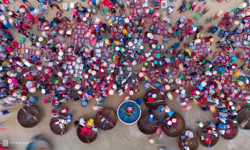 Quang Nam seafood market a basket of vibrancy