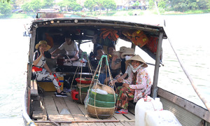 Life goes on in Hue islet despite infrastructure limbo