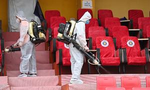Hanoi suspends more non-essential services in Covid-19 fight