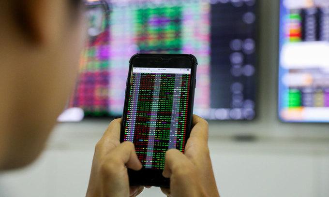 Techcombank, Vietcombank give VN-Index a boost