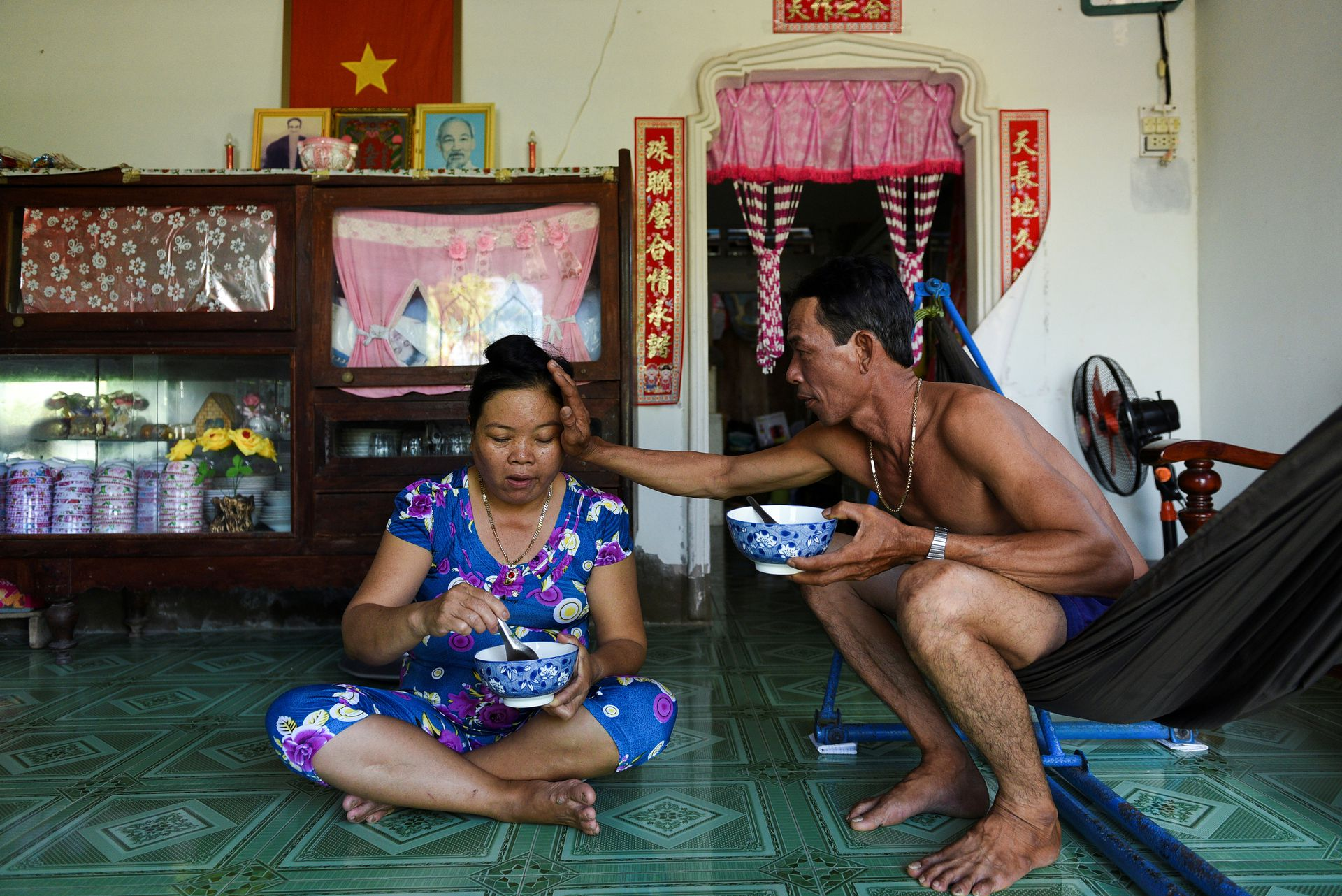 Shrimp farmers Ta Thi Thanh Thuy and her husband Tran Ngoc Giau have lunch at her house in Soc Trang province, Vietnam, May 1, 2021. Photo by Reuters/Thanh Hue.
