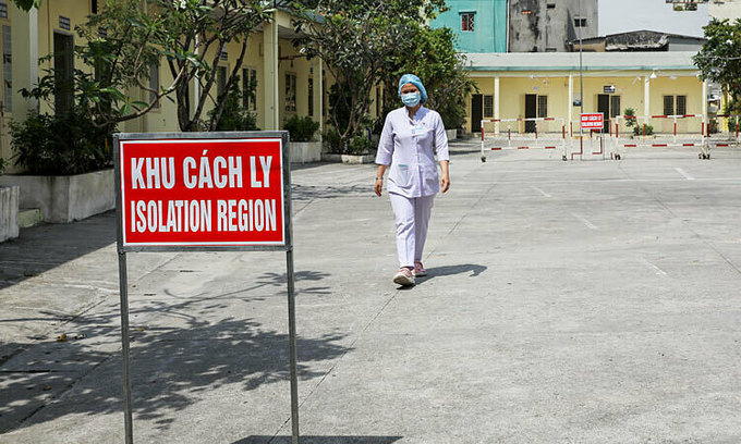 Foreign visitors to HCMC now need 4 Covid tests in quarantine