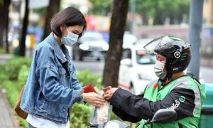 Gojek shifts gears to introduce car rides in Vietnam