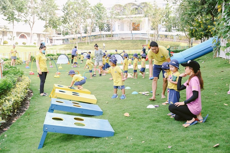 Early Years students at AISVN participate in water game activities on Sports Day in March 2021.