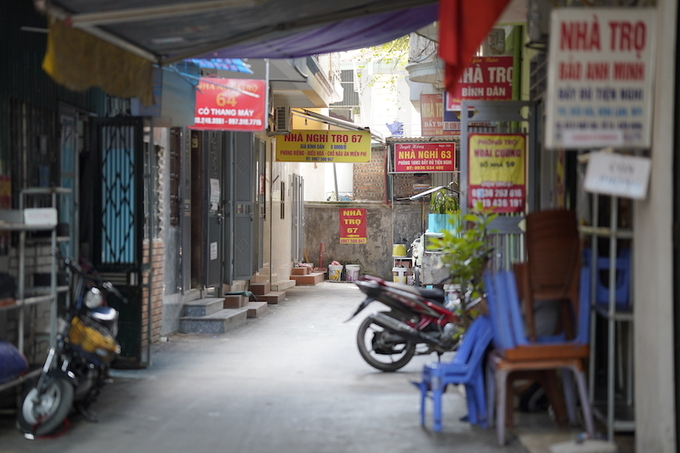 Inside the alley where cancer patients are renting rooms to serve for their treatement. Photo by VnExpress/Pham Chieu.
