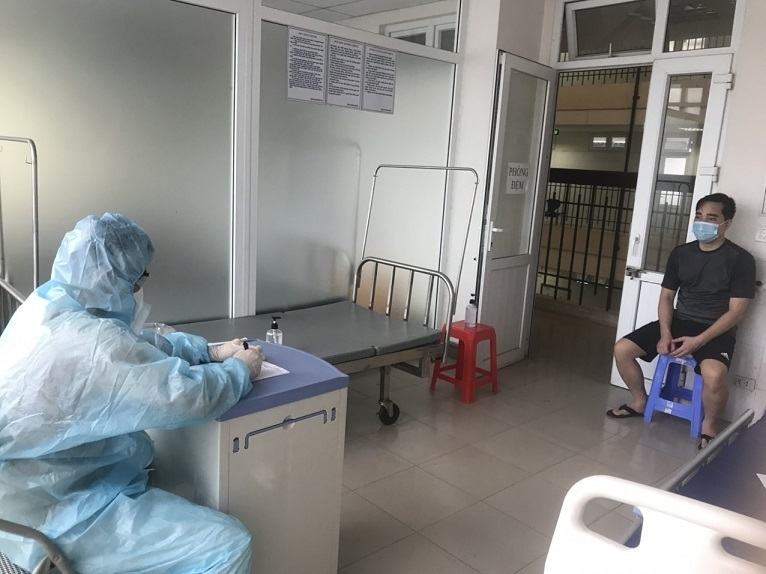 An investigator interrogates the man who is now tagged Patient 3051 in Vietnam. Photo by Hai Duong Police Department