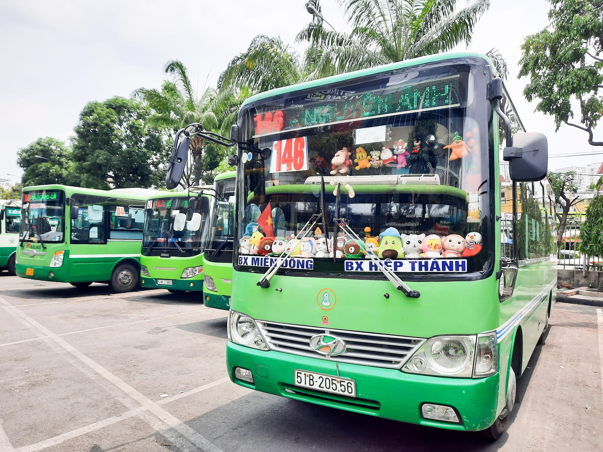 The bus parks at Mien Dong Bus Station at noon on May 12, 2021. Photo by VnExpress/Diep Phan.